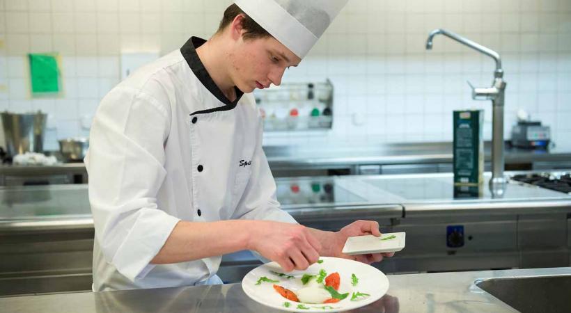 Boris Spicher, apprenti au Restaurant la Paix à Lausanne.