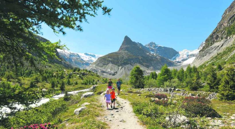 De nombreux sentiers de randonnées sillonnent le val.
