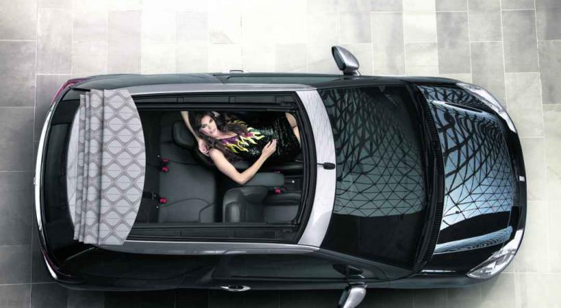 CITROËN DS3 CABRIO • On a le choix de dire que c'est presque un cabriolet. Ou qu'elle a un immense toit ouvrant.