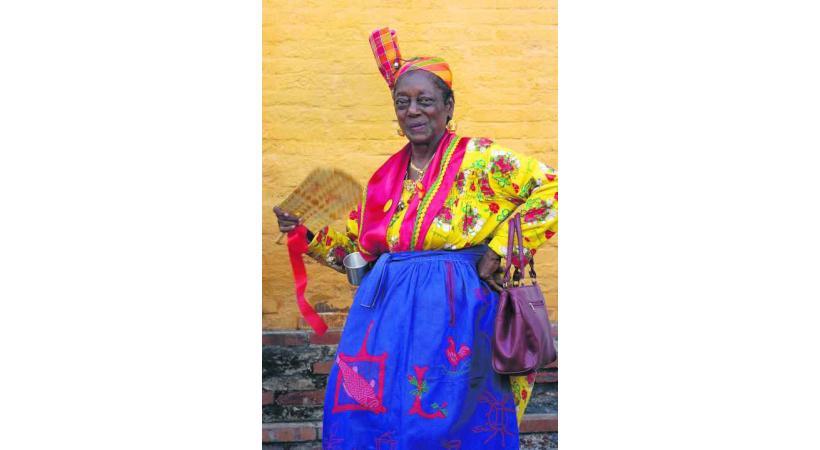 La Fête des cuisinières à Point-à-Pitre est un défilé de costumes traditionnels.
