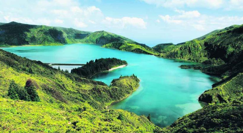 Lac volcanique de Furnas à Sao Miguel (Açores).