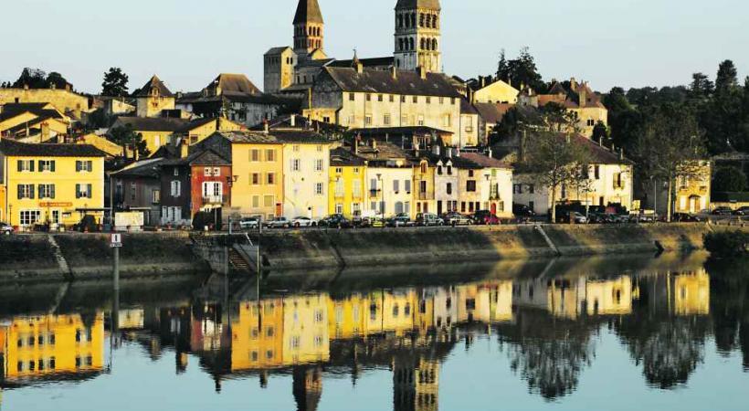 Tournus depuis la Saône.
