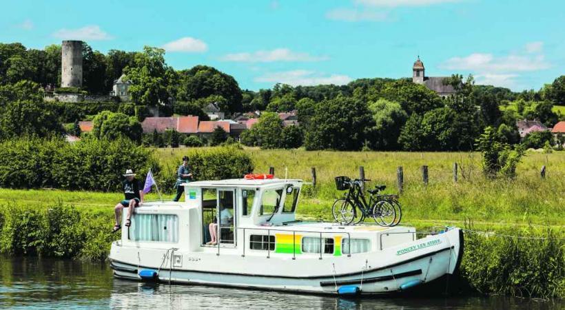 La croisière fluviale offre un rythme beaucoup plus paisible aux vacances et donne une autre dimension au décor.