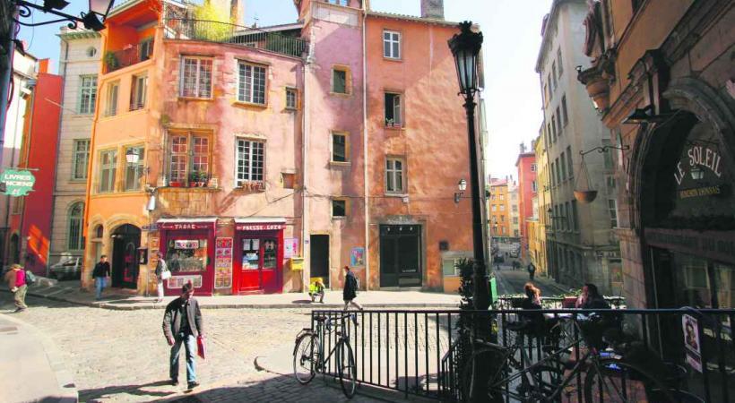 La Trinité, quartier au charme historique de Lyon.