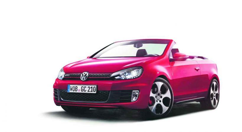 VW GOLF GTI CABROLET • Pas question de se priver du plaisir de rouler à l'air libre avec un système de capote parfait.