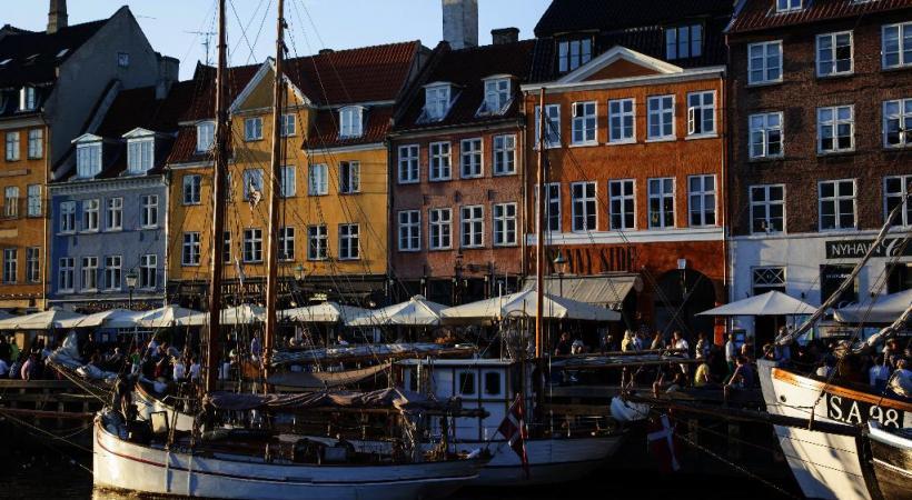 Nyhavn, avec ses maisons aux couleurs vives et ses terrasses. KIM WYON / OT COPENHAGUE