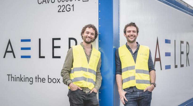 Naïk Londono et David Baur (à dr.) devant leur container révolutionnaire. DR