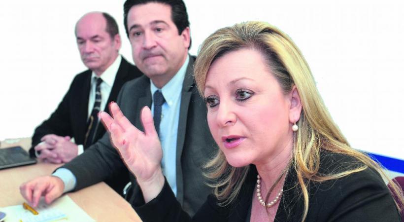 La Conseilllère d'Etat Nuria Gorrite aux côtés de Patrick Amaru, responsable des systèmes d'information du canton, et du chef de la sécurité, André Bourget. VERISSIMO