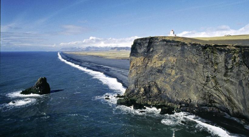 Le cap de Dyrholaey est la pointe la plus méridionale de l'Islande. KONTIKI Une géologie complexe confère à l'île ses incroyables couleurs. KONTIKI La Heimaklettur est le point culminant  de l'île de Heimaey. BERNARD PICHON Godafoss mesure 12 mètres de haut et 30 de large. KONTIKI
