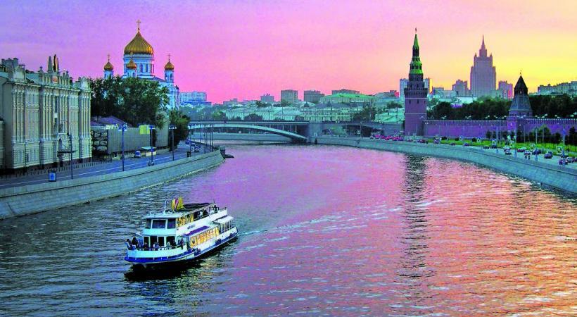 Le nom même de Moscou est emprunté à celui de sa rivière (Moscova) PHOTOS FOTOLIA-THINKSTOCK-DREAMSTIME-VEER-WIKIPEDIA-RIVAGES DU MONDE Saint-Pétersbourg: le musée de l'Ermitage est le plus grand du monde en termes d'objets exposés. Les clochers à bulbe sont caractéristiques  de l'architecture religieuse russe. Le palais Catherine.
