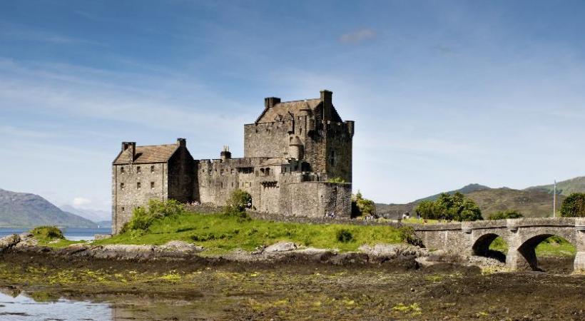 Proches de Stonehaven, les ruines de la forteresse médiévale de Dunottar. PHOTOS KUONI Edimbourg a de quoi enchanter les amoureux d'architecture. Les Ecossais sont farouchement attachés à leurs traditions. Les eaux douces du Loch Shiel, dans les Highlands.