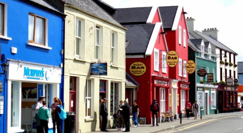 Dingle aligne un nombre considérable de bars et restaurants.