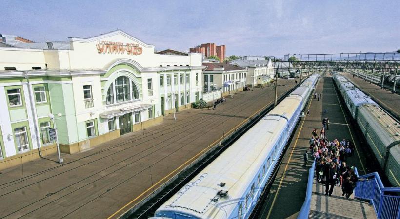 Le Transsibérien en gare d'Ulan Ude, carrefour d'échanges entre Russie, Mongolie et Chine. DENIS SOLOVJOV
