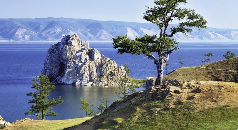 Surnommé la Perle de Russie, le lac Baïkal est un très grand moment pour les passagers du Transsibérien. MIKHAIL MARKOVSKIY
