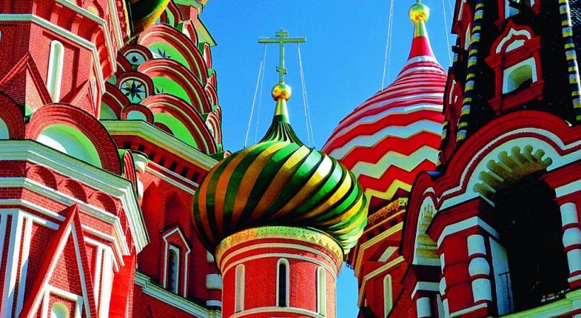 Kiji, joyau de la Carélie. Le Palais Catherine, fleuron de l'architecture baroque russe, à Tsarskoïe Selo, près de Saint-Pétersbourg. Moscou entre le ciel et la Volga. Musée de l'Ermitage à Saint-Pétersbourg.