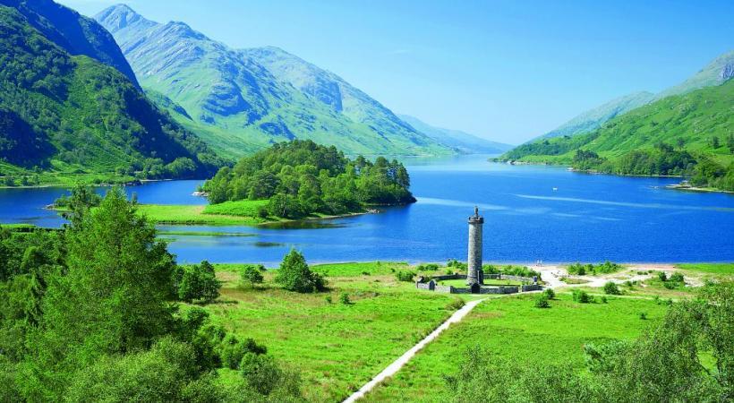 Le Monument de Glenfinnan, à la gloire du prince Charles Edouard Stuart. DR