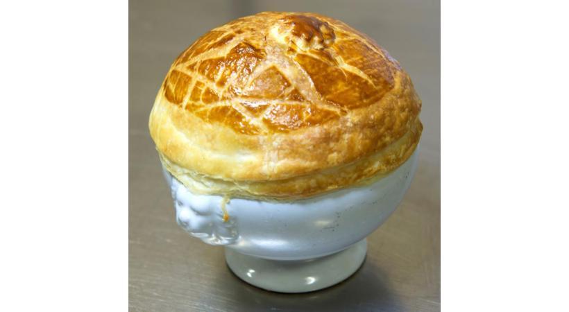 Crème de panais en croûte de pâte feuilletée et truffes