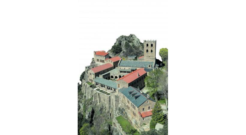 Abbaye Saint-Martin  du Canigou  à Casteil.  TOURISME PYRENEES-ORIENTALES