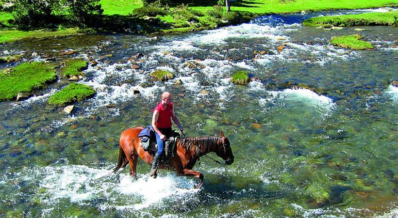 Randonnée à cheval sur le plateau de Capcir. TOURISME PYRENEES-ORIENTALES