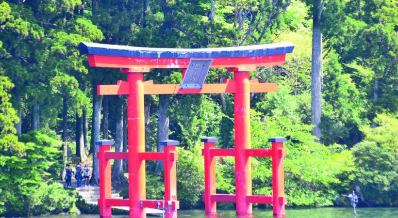 Torii sur le lac Ashi près d'Hakone. Alain Bossu