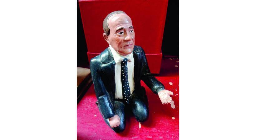 Silvio Berlusconi transformé en santon.