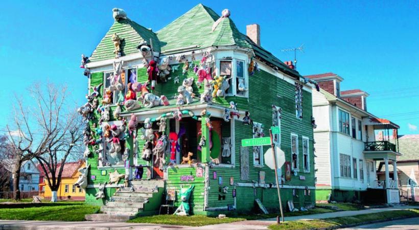 Dans Heidelberg Street, les façades des maisons décorées par Tyree Guyton. DR