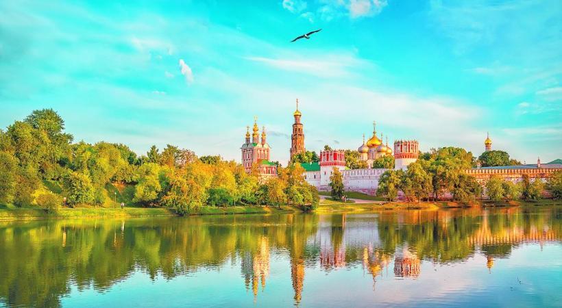 La cathédrale Saint-Sauveur et le canal Griboïedov à Saint-Pétersbourg. La cathédrale Saint-Sauveur et le canal Griboïedov à Saint-Pétersbourg.