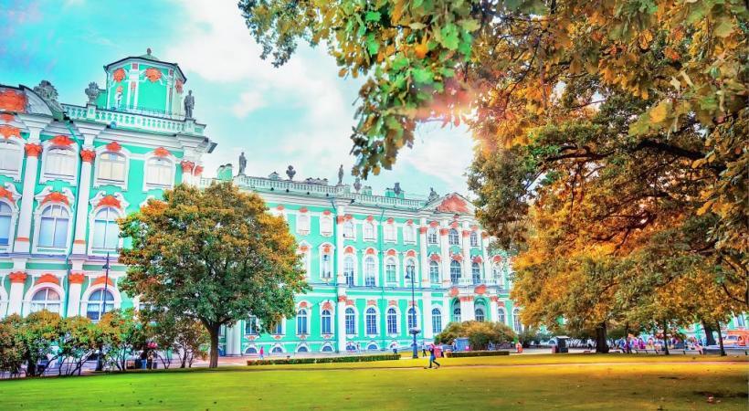 Le Palais de l'Ermitage à Saint-Pétersbourg.