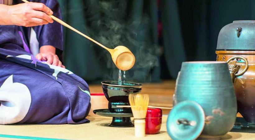La cérémonie du thé, tout un art et un passage obligé.