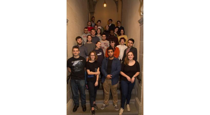 Des membres du Conseil des Jeunes de Lausanne à l'Hôtel de Ville. Dr
