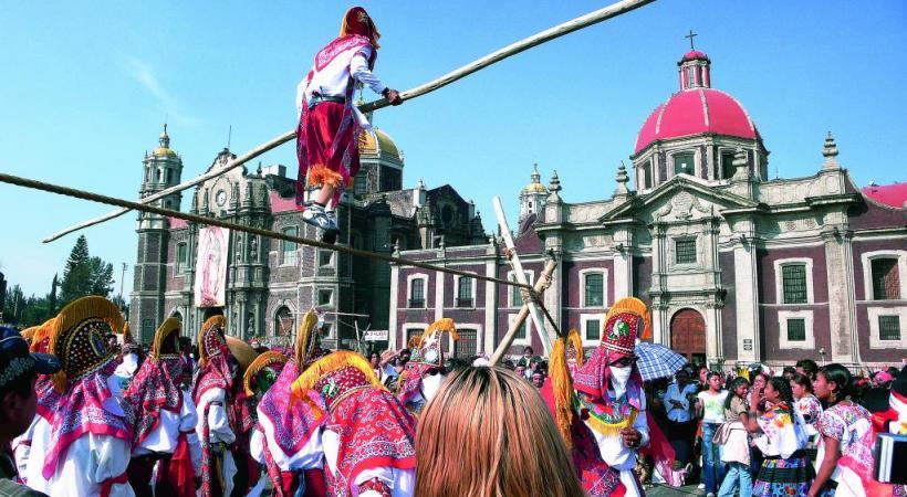 Le calendrier des fêtes fait la place belle au folklore traditionnel. DR