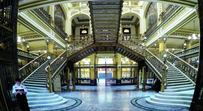 Merveilleuse architecture du palais des postes. BP