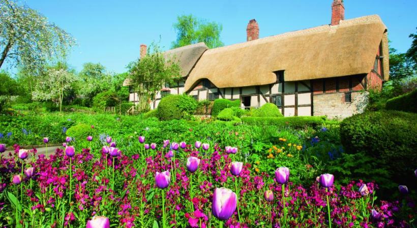 Stratford reflète l'amour de Shakespeare pour la nature. Le domaine princier de Bleinheim a été conçu entre 1705 et 1722. D'origine médiévale, Kenilworth était connu pour ses douves. Highclere fascine tous les fans de «Downtown Abbey».