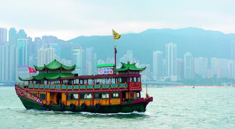 La baie est un lieu incontournable, de jour comme de nuit. DR La gastronomie hongkongaise permet  de déguster des trésors de saveurs. DR