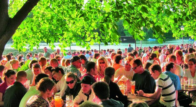 Un des Biergärten, ces fameux jardins de la bière. TOMMY LOESCH