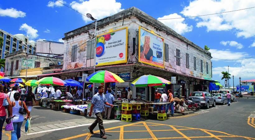 L'atmosphère colorée de la capitale, Port-Louis, et de son marché.
