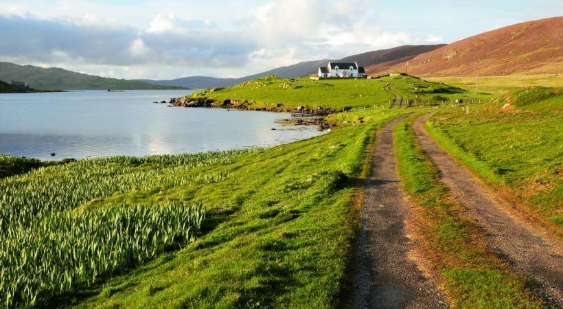 Pas moins d'une centaine d'îles forment les Shetland.