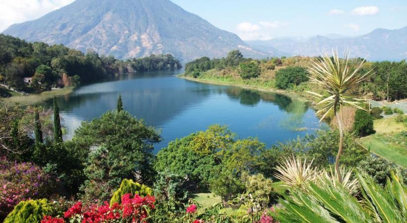 Le lac Atitlan, oasis rafraîchissante en pleine jungle.