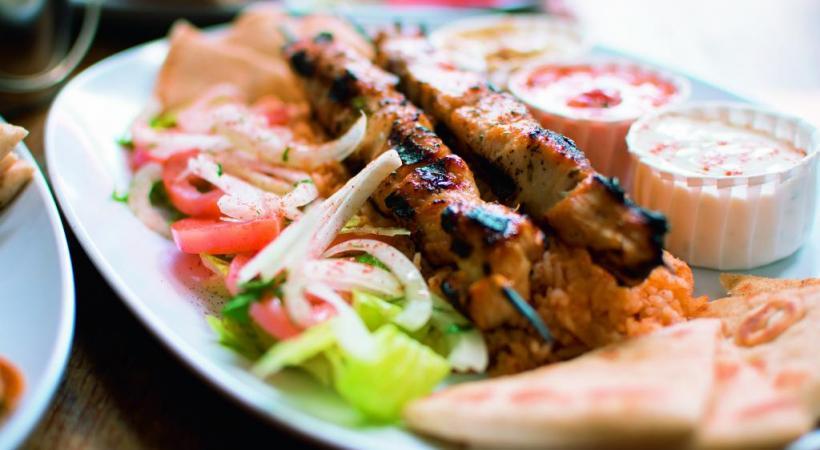 Côté gastronomie, le souvlaki est un plat qui se retrouve dans toutes les bonnes tavernes grecques. DR