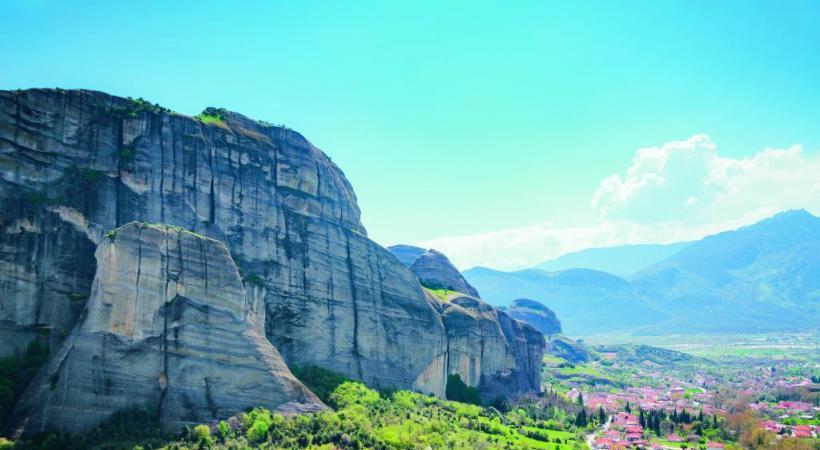 Ces hautes montagnes sont faites de roches sédimentaires liées à un ciment noir sableux. DR