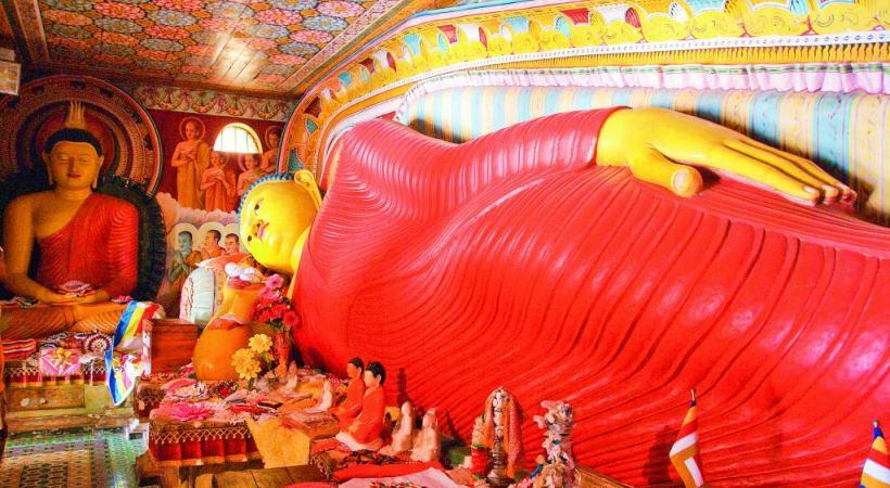 Le célèbre Bouddha couché, dans le temple d'or de Dambulla: un must.