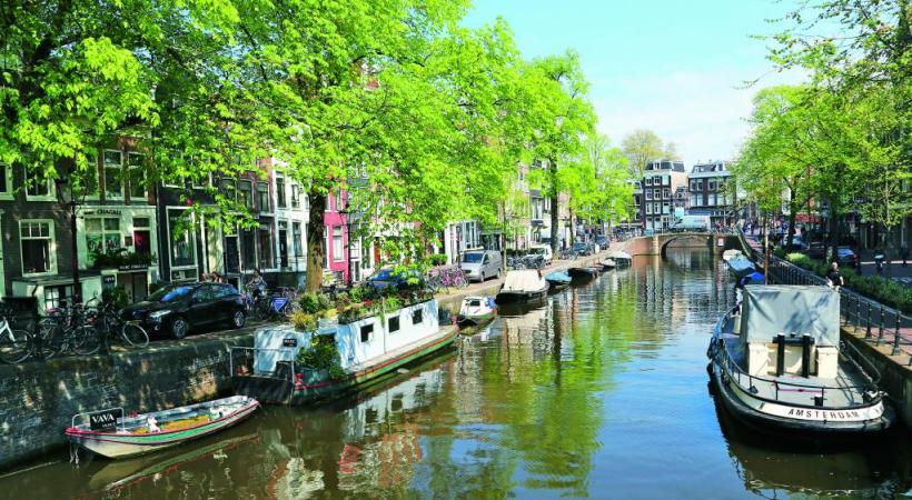 Amsterdam se laisse découvrir par la mobilité douce. DR