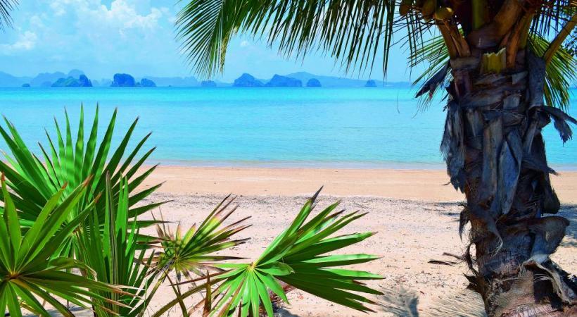 Vue sur la baie de Phang Nga depuis la plage de Koh Yao Noi.