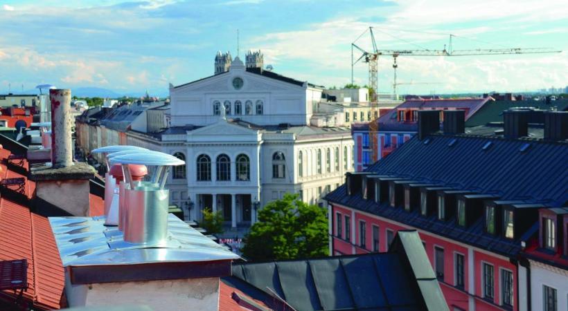La célèbre brasserie d'Andechs. Vue sur le Theater am Gärtnerplatz depuis la terrasse de l'hôtal Deutsche Eiche.  La célèbre brasserie d'Andechs. L'église de style baroque rococo d'Andechs. La commune située au sud-ouest de Munich est souvent considérée comme «La «Mecque» bavaroise des amateurs de bière. Elle attire plus de 10 millions de visiteurs par année. DR