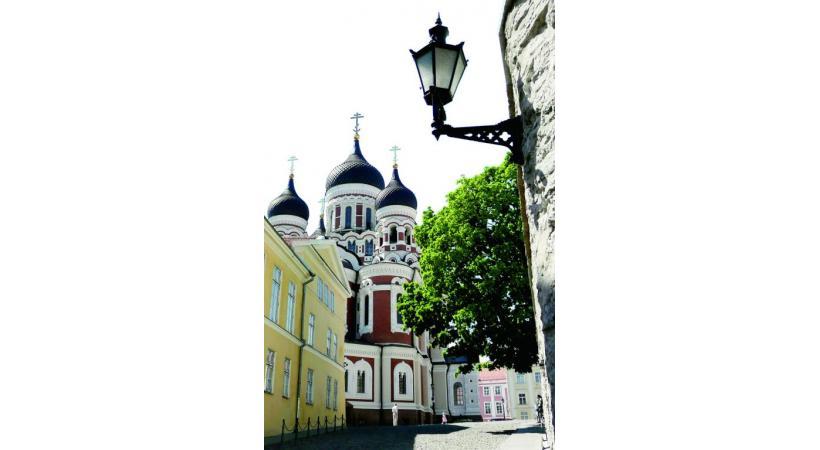 Jusqu'en 1918, Tallin, la capitale de l'Estonie, s'appelait encore Réval. Jusqu'en 1918, Tallin, la capitale de l'Estonie, s'appelait encore Réval. Les Pays Baltes ont de quoi séduire les amateurs d'architecture. De superbes environnements naturels à quelque distance des villes. Avec plus de 550'000 habitants, Vilnius est la deuxième plus grande ville balte Riga