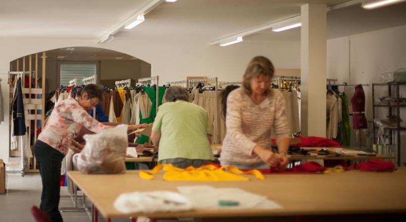 """A trois mois de la manifestation, on s'active dans les ateliers, notamment pour préparer les costumes de chacun des figurants du spectacle """"Solstices"""". MISSON"""