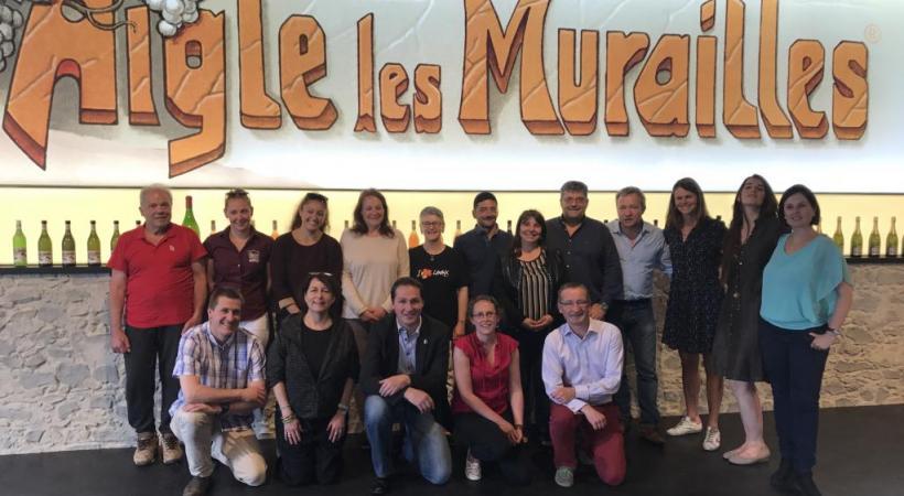 Les participants et une partie des formateurs de la 10e session des cours Vaud Œnotourisme, qui s'est terminée le lundi 7 mai à la Badouxthèque à Aigle. dr