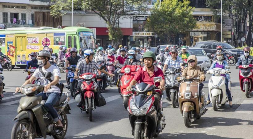 A Hô-Chi-Minh-Ville, la mobylette est reine! 123RF/GORAN BOGICEVIC