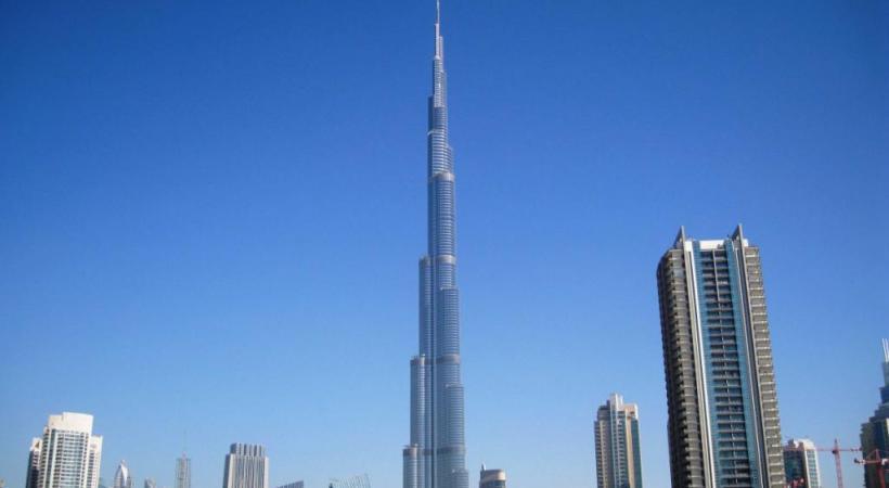 La tour Burj Khalifa, qui culmine à 828 m, est la plus haute du monde. 123RF/SANTORINES