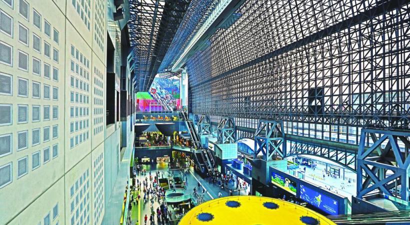 La gare de Kyoto, un hub futuriste. 1.2.3 RF